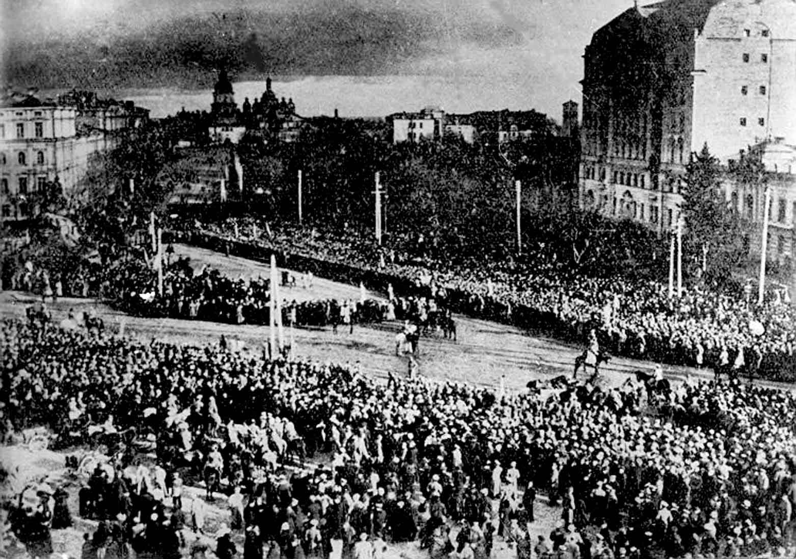 Проголошення Акту Злуки українських земель на Софійській площі в Києві. 22 січня 1919 року