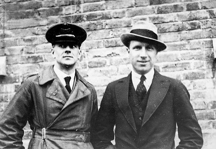 Артур Браун (зліва, 1886-1948) і Джон Алкок (1892-1919), червень 1919 року