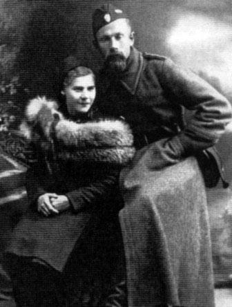 Тарас Бульба-Боровець (1908-1981) з дружиною Анною Опоченською (1908-1943), вбитою 14 листопада 1943 року бандерівцями після тривалих тортур. 1941(?) рік © Волинські обереги