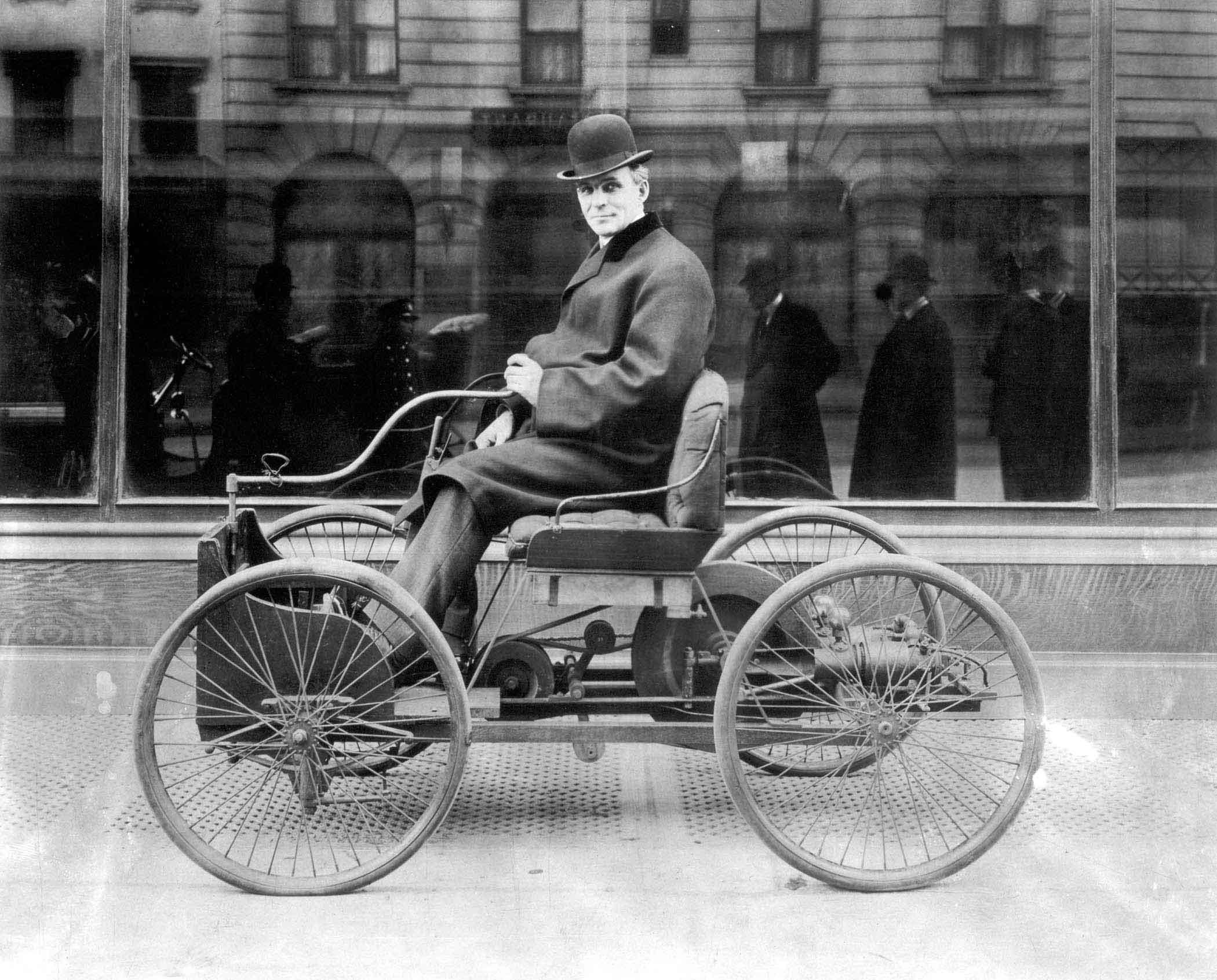 Генрі Форд на своєму «Квадрициклі» в день його випробувань. Детройт, 6 червня 1896 року