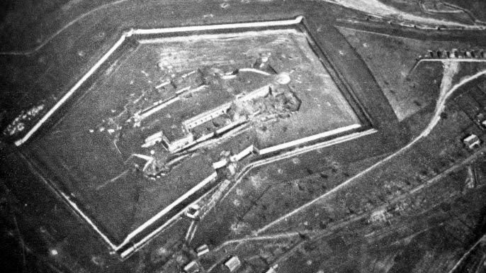 Форт Дуомон, найбільша і найдосконаліша оборонна точка укріпрайону під Верденом, січень 1916 року