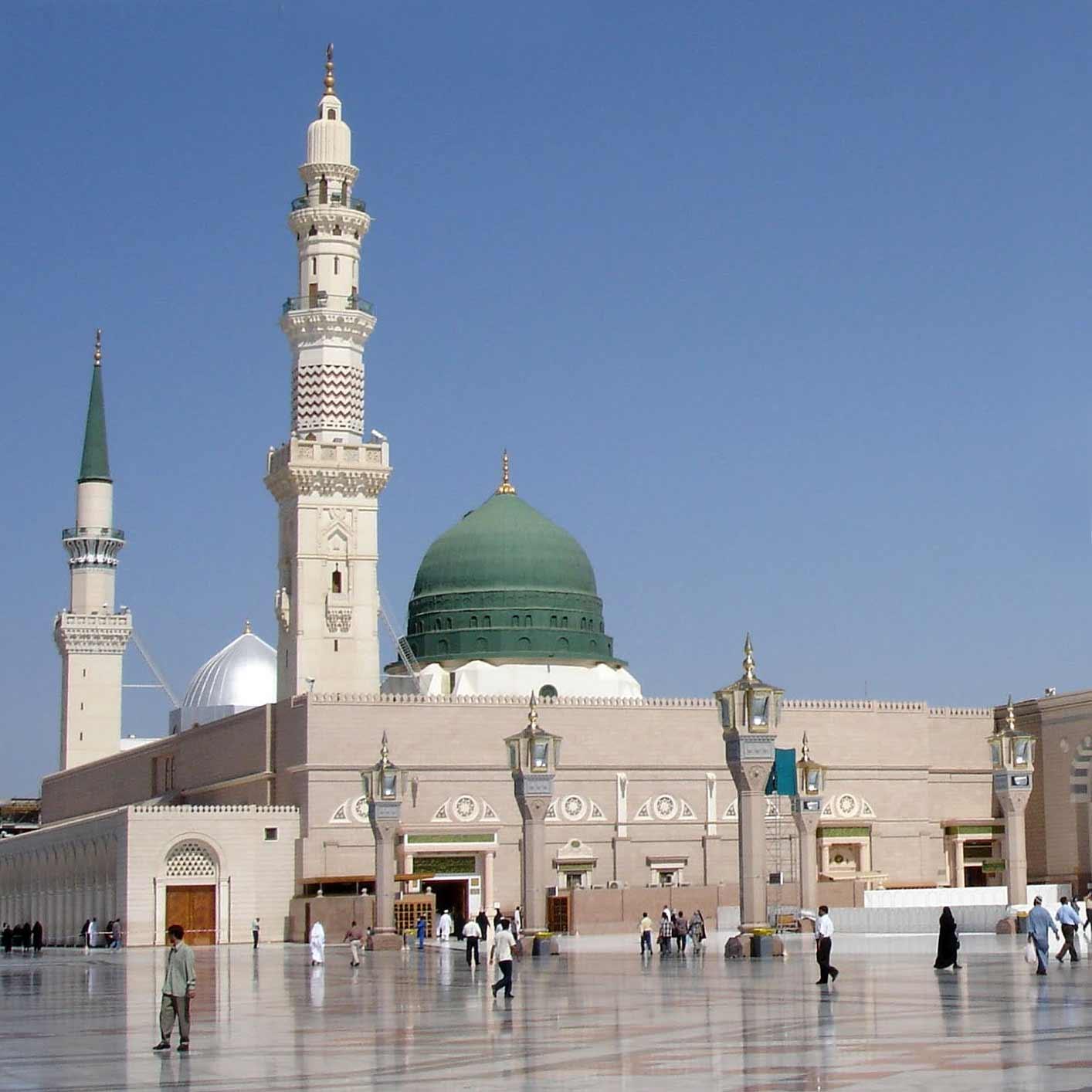 Зелений купол над могилами пророка Мухаммеда, перших мусульманських халіфів Абу Бакра та Умара і порожньої могили для Ісуса Христа в південно-східному кутку Мечеті Пророка в Медині