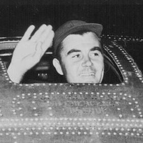 Пол Тіббетс на бомбардувальнику «Енола Гей» безпосередньо перед вильотом, 6 серпня 1945 р.