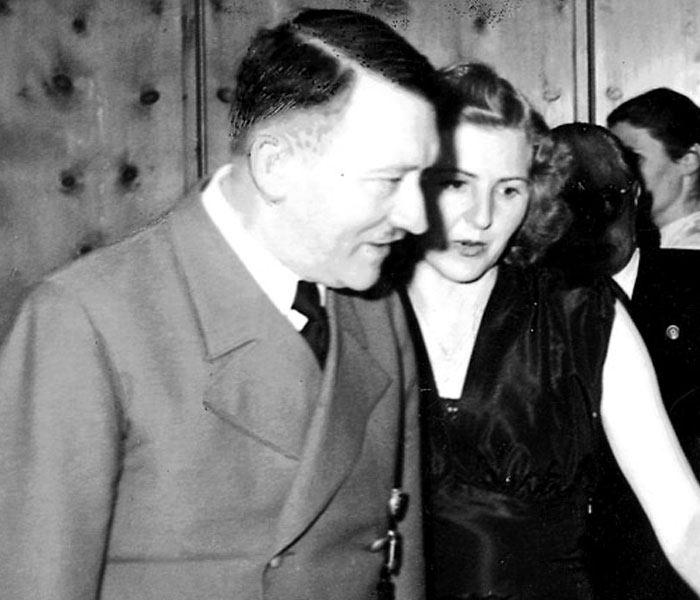 Адольф Гітлер і Єва Браун, 1943 рік