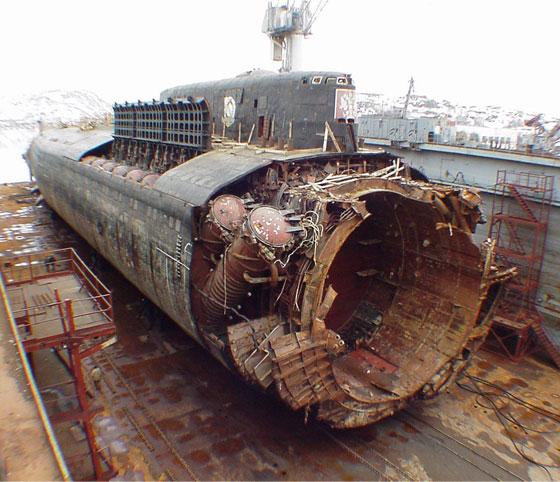 Підняті рештки підводного човна «Курськ»