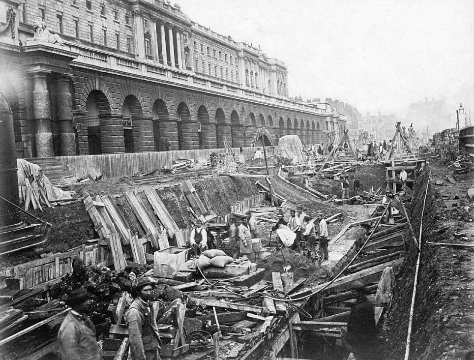 Будівництво тунелю поблизу художнього музею «Сомерсет-хаус», 1869 рік © Museum of London