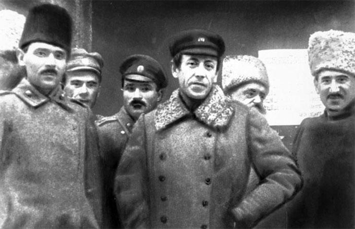 Головний отаман Симон Петлюра (в центрі) зі своїм штабом, осінь 1920 року