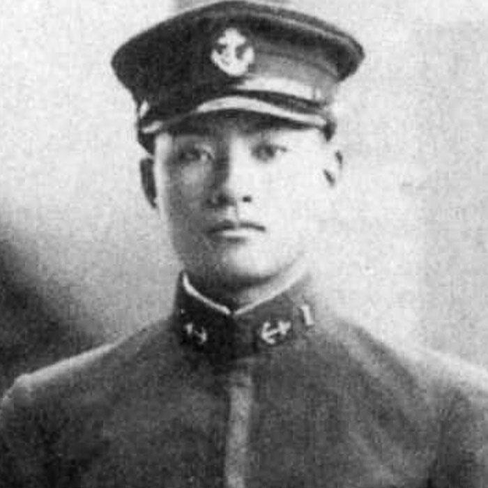 Лейтенат Юкіо Секі (1921 - 25 жовтня 1944), 1939 рік. Командир першої ескадрилії камікадзе